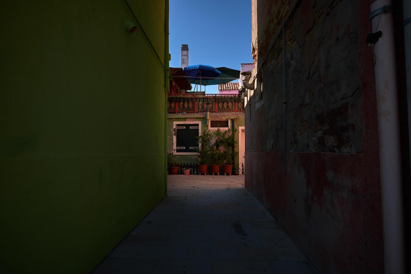 Burano, valoa kujan päässä